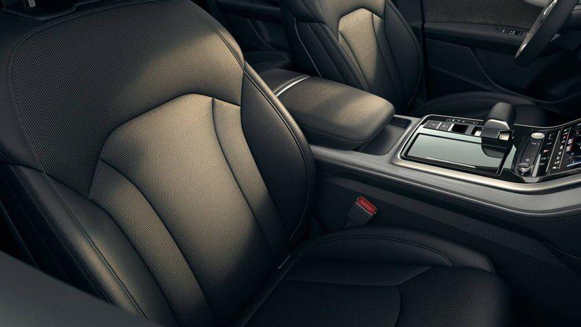 4 - Interior - 2020 Audi Q8